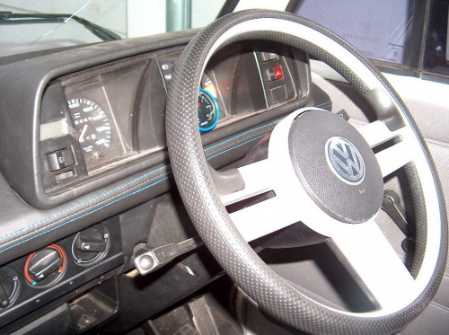 New steering wheel and built-in Garmin navigation