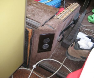 Inverter installation with double electrical outlet