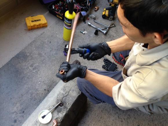 cutting the copper pipe
