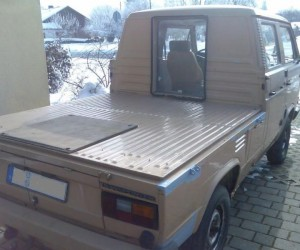 Doka truck with cut out to the bed