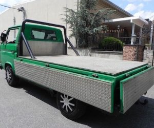 Green single cab with diamond plated bed