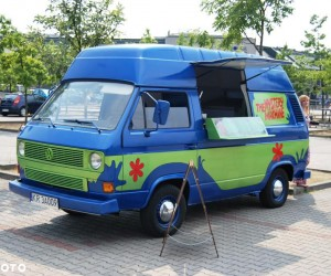 High top Mystery Machine food truck