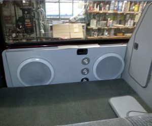Rear hatch speaker box