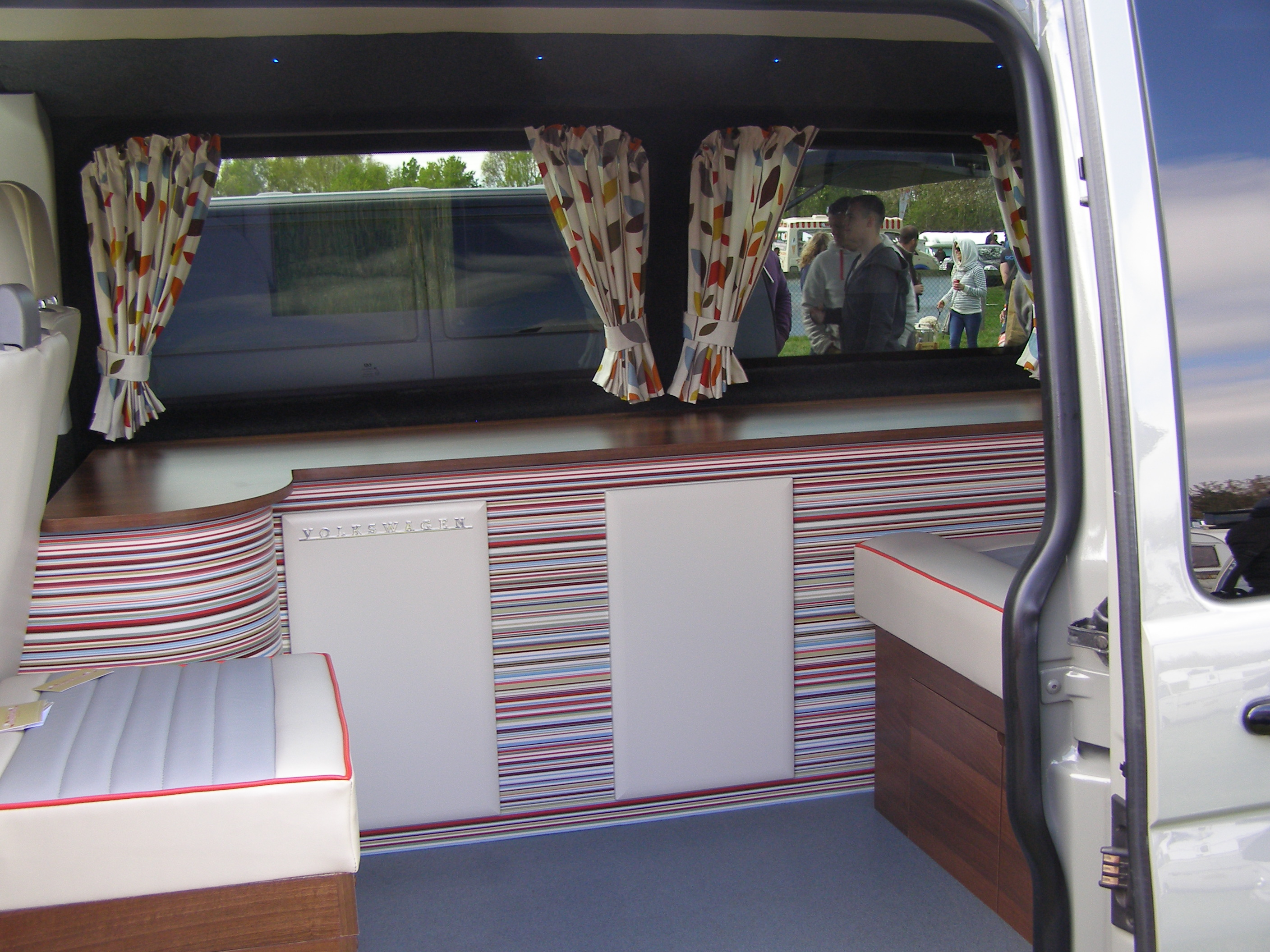 Custom striped interior cabinets vanagon hacks mods for Campervan interior designs