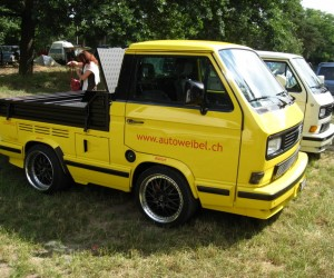 Yellow single cab shorty